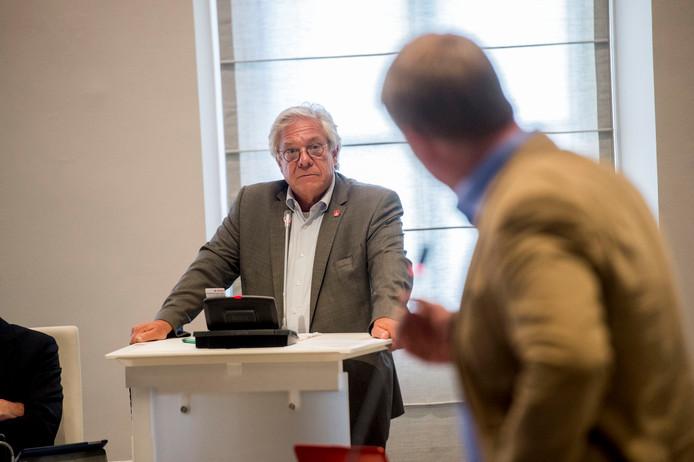 Robin Hartogh Heys (D66) wordt onder vuur genomen. Het betekent zijn einde als wethouder. Het Viking-dossier wordt zijn Waterloo.