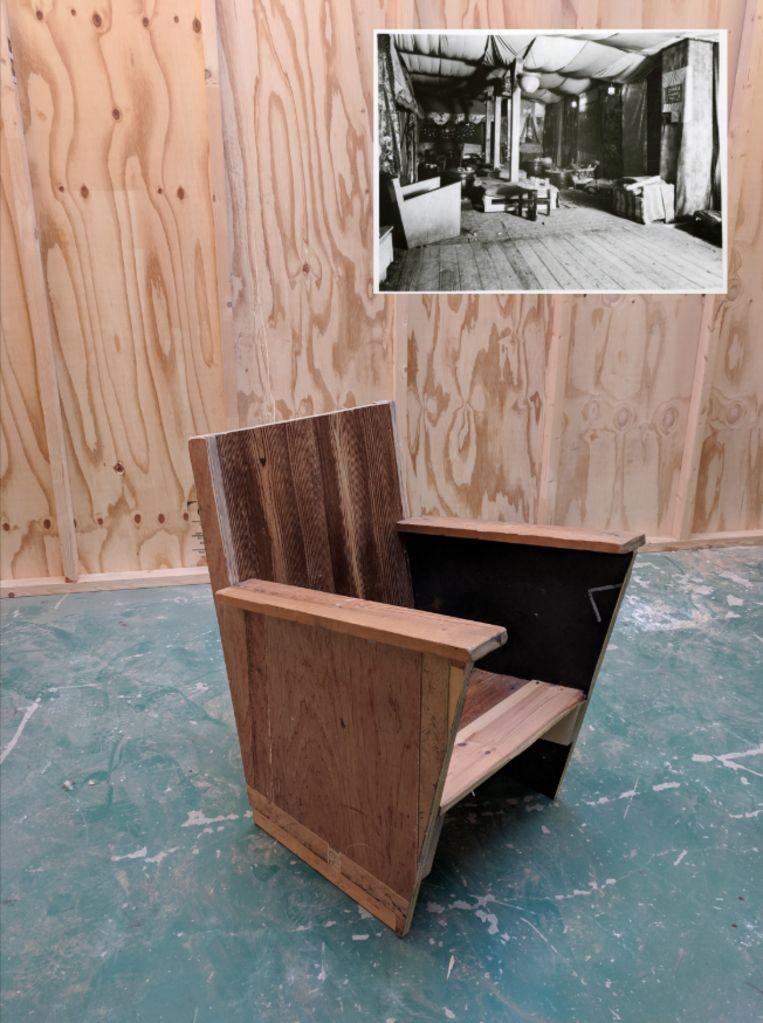 Floor van Ast: 'Als bekend is dat een werk van een bekende ontwerper is, schieten de prijzen omhoog. Dat staat vaak haaks op het belang van deze archiefstukken als een openbare bronnen van kennis.' Beeld Het Nieuwe Instituut