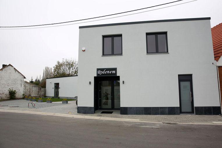 Bijna drie jaar nadat baas Herman Sluys (foto linksonder) zijn laatste pint tapte in café Oud Rodenem, openen nieuwe eigenaars Dumitru en Ania (foto linksboven) er de volledig moderne feestzaal Rodenem.