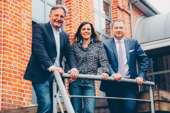 Burgemeester Peter Reekmans (Dorpspartij) van Glabbeek (links, nvdr) en gemeenteraadslid Bernard Vandereyken (Tienen Vooruit) steunen openlijk N-VA-kandidate Katrien Houtmeyers.