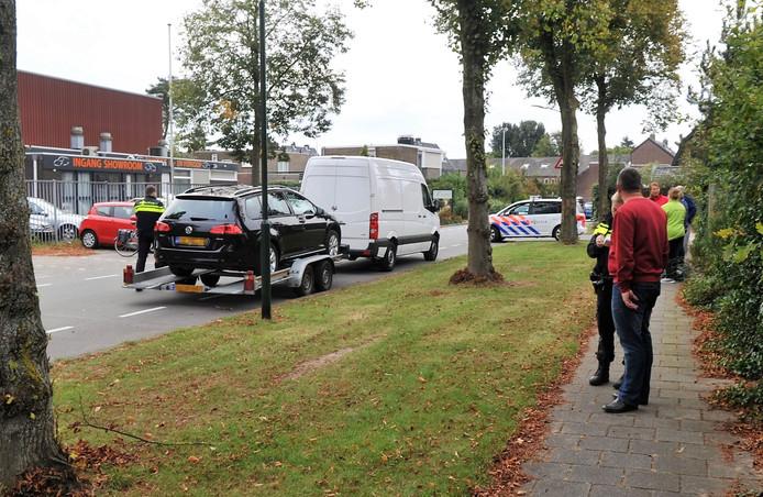 De man kwam met zijn hand vast te zitten onder een auto in Renkum.