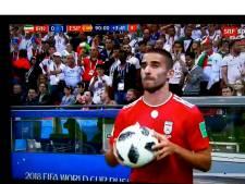 Volop hilariteit om mislukte ingooi Iraniër tegen Spanje