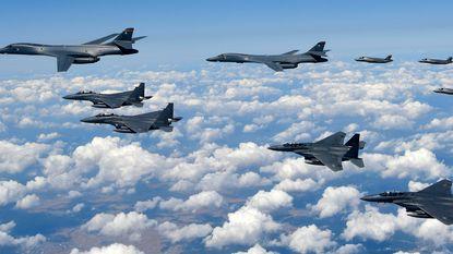 """""""Noord-Korea verplaatst gevechtsvliegtuigen naar oostkust"""""""