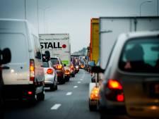 Ruim een uur vertraging op A28 van Zwolle naar Amersfoort door autobrand