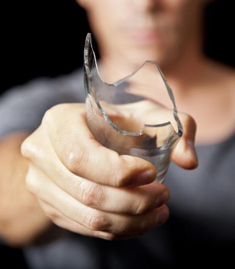 Verdachte ontkent keihard dat hij in El Sombrero met een bierglas heeft gestoken
