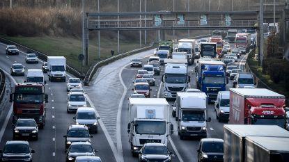 Zware avondspits op Vlaamse snelwegen door paasuittocht
