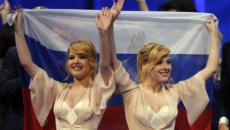 De Russische tweelingszussen Tolmachevy Sisters.
