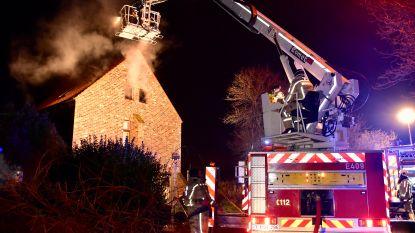 Brand richt zware schade aan op zolderverdieping van fraaie woning