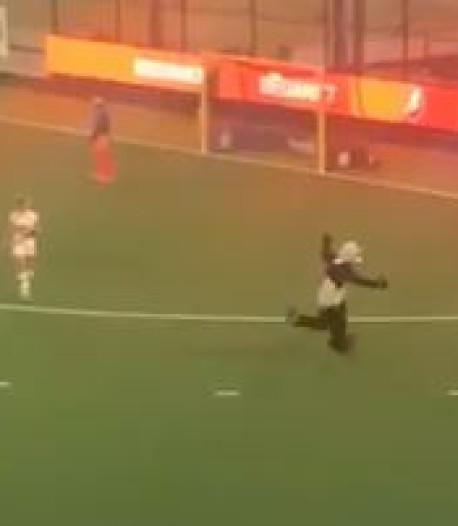 'Panda' verstoort duel Oranje-Rood, play-off tegen Amsterdam kort stilgelegd