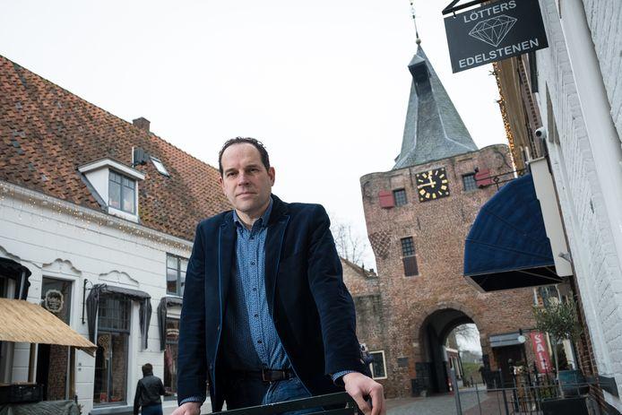Ondernemer Marcel Lötters luidt de noodklok. ,,Elburg dreigt de strijd om de gunst van de toerist te verliezen.''