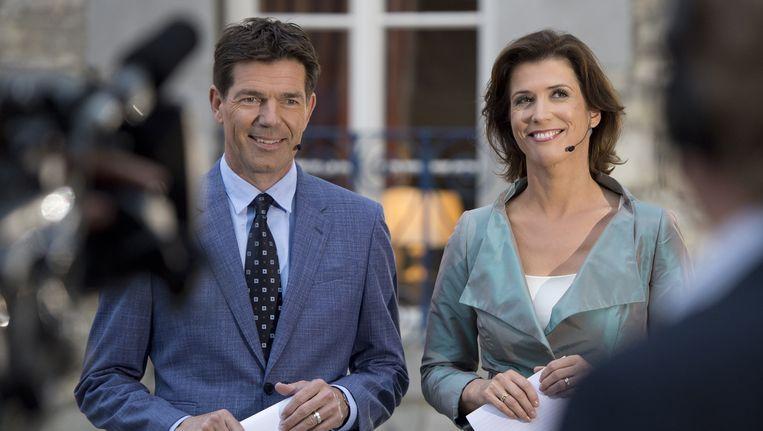 Twan Huys met collega Marielle Tweebeeke voor aanvang van het Nieuwsuur Europadebat, vorig jaar. Beeld anp