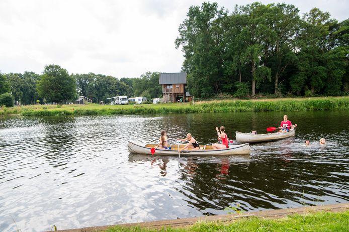 Watersport op de Vecht bij camping de Koeksebelt in Ommen.