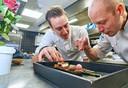 Michelinster voor Oonivoo te Uden. Op de foto Thijs Berkers (rechts) en Jasper Kox. Fotograaf: Van Assendelft/Jeroen Appels