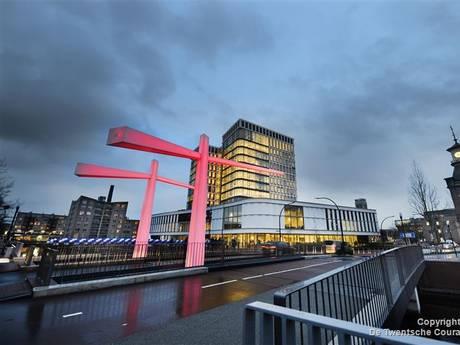 Verlichting op Almelose brug niet aan tijdens islamitische feestdagen na Kamervragen van PVV