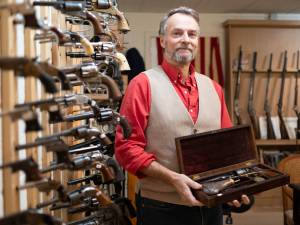 """Waar is die enveloppe met 7.400 euro?"": wapenhandelaar dient klacht in nadat zending via bpost spoorloos verdwijnt"