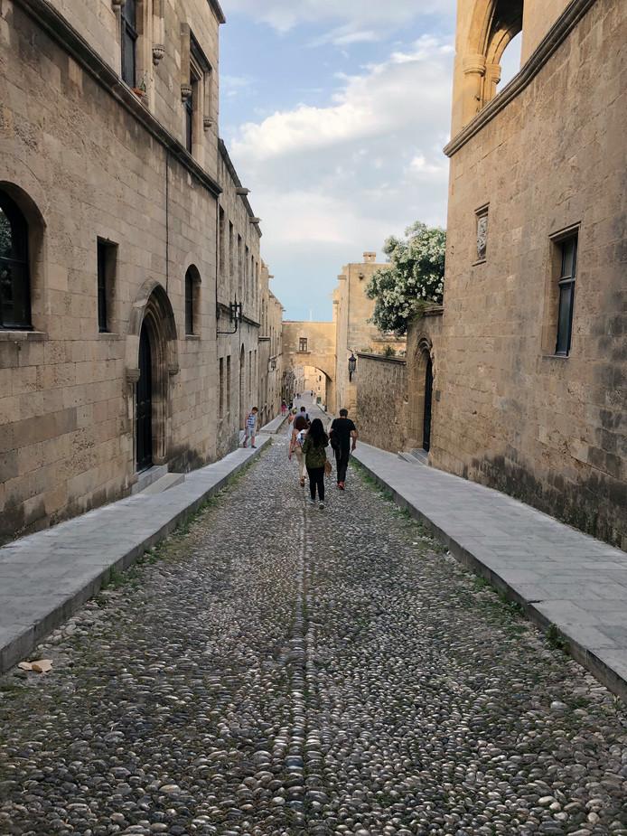 Wandelen door de straatjes van het oude Rhodos, een reis terug in de tijd.