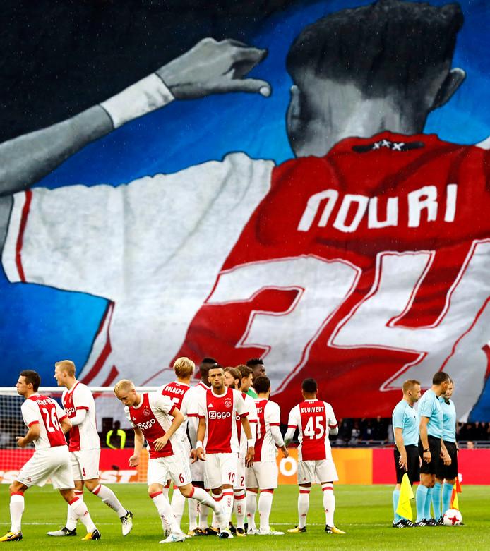 Eerbetoon in de Amsterdam Arena aan Abdelhak Nouri.