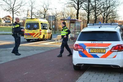 Fietser gewond naar het ziekenhuis na botsing met auto op kruising in Breda