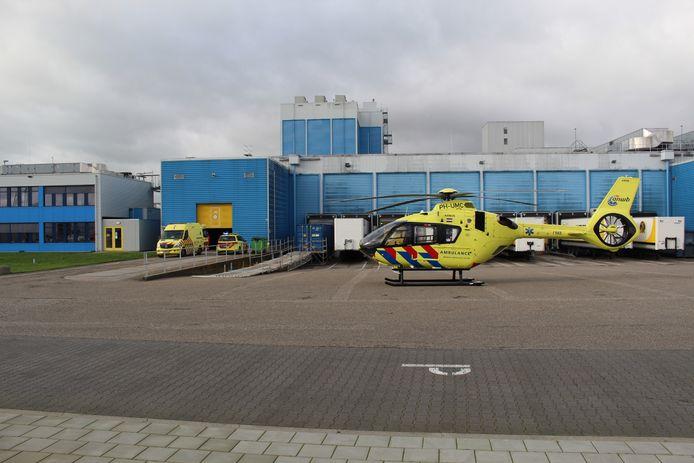 De traumahelikopter is geland op het terrein van het bedrijf.
