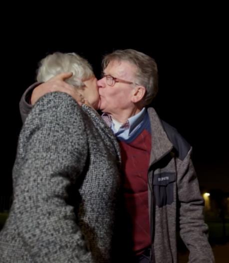Bucket Boys helpen bij wens alzheimerpatiënte: met de buurman zoenen bij de Eiffeltoren