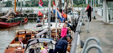 Storing bij Oranjesluizen: meer dan 70 boten liggen stil