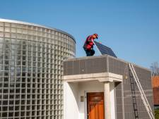 Gedachtenisruimte in Putten krijgt zonnepanelen, maar blijft gesloten tijdens de razziaherdenking