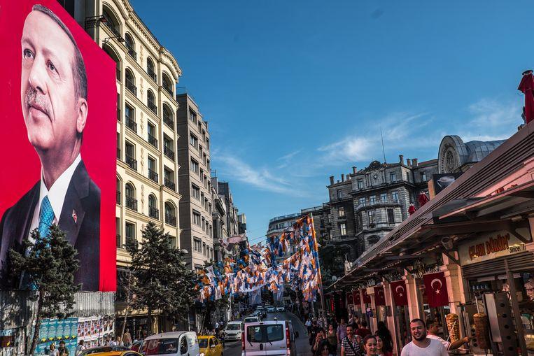 Verkiezingsstrijd in de straten van Istanbul. Beeld Joris Van Gennip