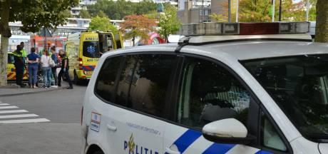 Pizzabezorger en fietsster botsen in Breda, fietsster naar het ziekenhuis