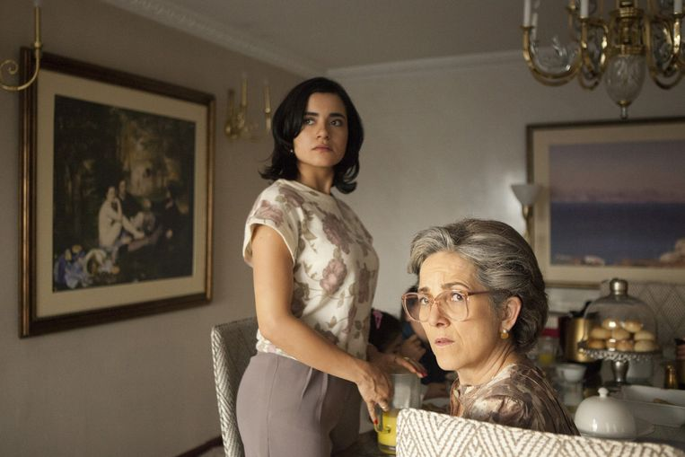 Paulina Garcia als Hermilda Gaviria (r) en Paulina Gaitan als Tata Escobar. Beeld Netflix