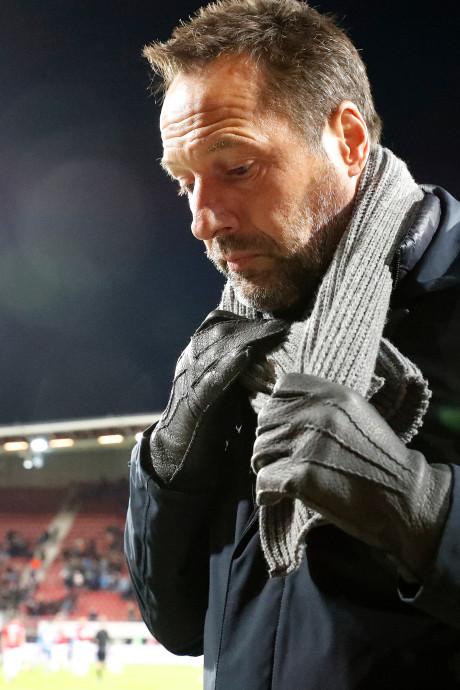 Van 't Schip weigert op te stappen bij 'mentaal finaal door het ijs gezakt' PEC Zwolle