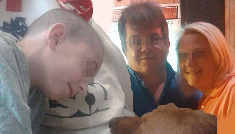 De 'zieke' jongen en zijn ouders.