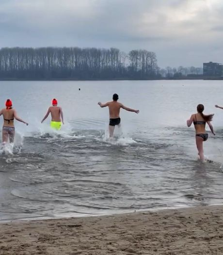 Video van de Dag | Plons! Deze mensen starten 2021 ondanks corona tóch met een verfrissende duik