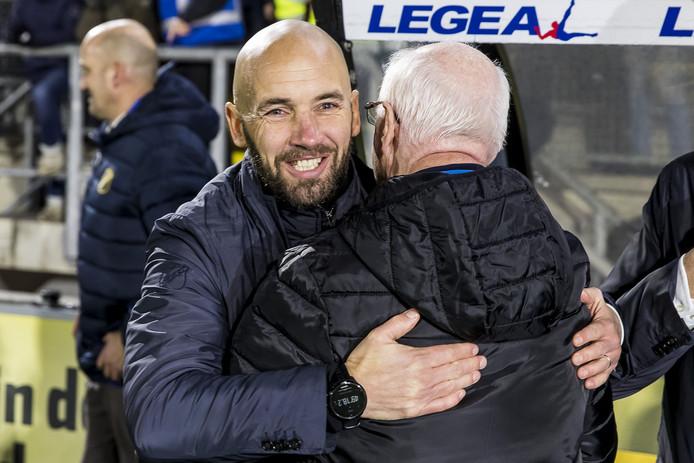 Een brede lach op het gezicht van trainer Mitchell van der Gaag. De drie hele belangrijke punten blijven in Breda.