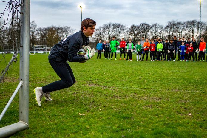 """Voorwaarts-doelman Yoël Finke bestiert een keepersschool. ,,We hebben elf trainers én ondersteunende krachten."""""""