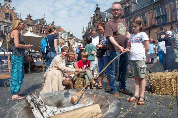 Aardappelen poffen op het Gebroeders van Limburgfestival.