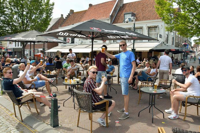 Een deel van de Grote Markt is nu ook ingericht als terras.