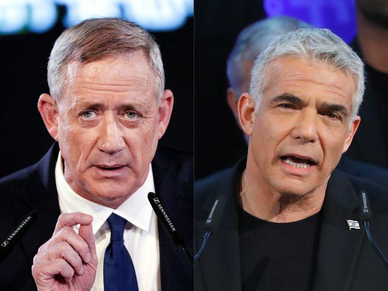 Benny Gantz (links) en Yair Lapid (rechts) sluiten een monsterverbond om premier Benyamin Netanyahu te verslaan bij de komende verkiezingen op 9 april.  Beeld AFP
