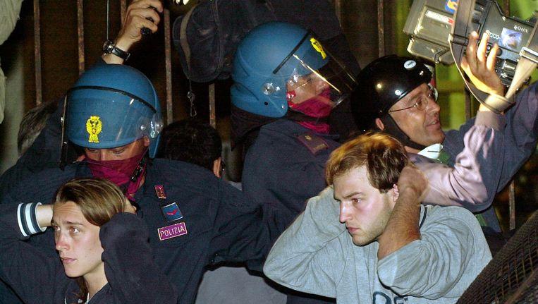 Demonstranten tijdens de G8-top van 2001 in Genua. Beeld ap