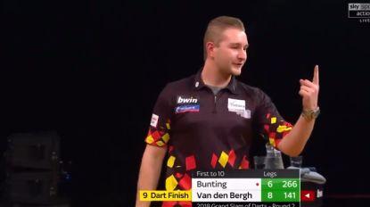 VIDEO. 'Dancing' Dimitri Van den Bergh zet dartswereld in vuur en vlam met z'n eerste nine-darter ooit