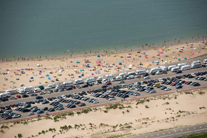 In de zomer staat het er rijendik met auto's van strandgangers, maar lang niet iedereen weet dat je aan de Brouwersdam nog heel veel meer kunt doen. Zoals bunkers bezoeken, heel veel (extreme) sporten, lekker eten en drinken en wandelen in de natuur.