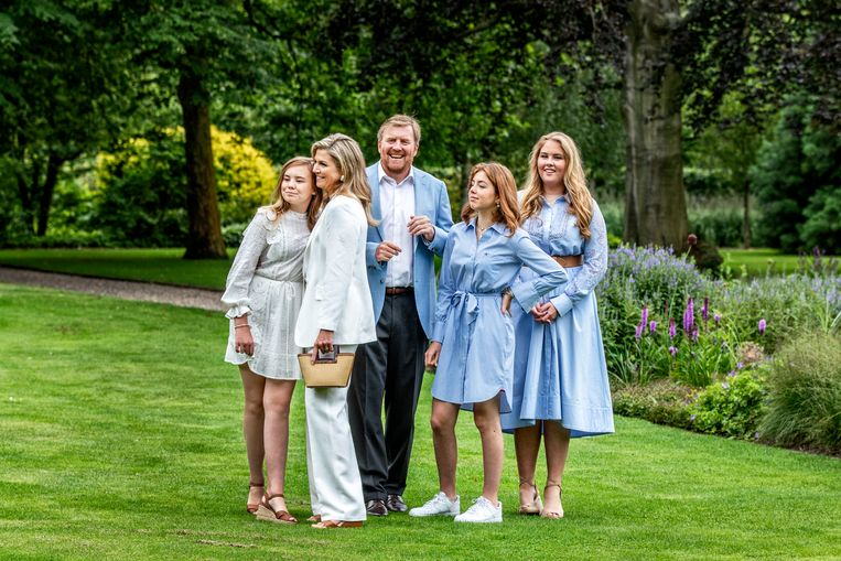 Koning Willem-Alexander, koningin Máxima en hun drie dochters Beeld Raymond Rutting / de Volkskrant