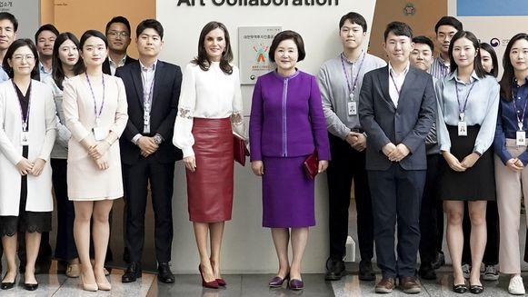 Koningin Letizia droeg een kokerrok tijdens haar bezoek aan Zuid-Korea.