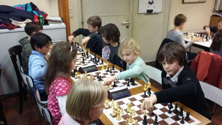 De jonge schakers aan het werk tijdens het kersttornooi van Karpov Deinze.