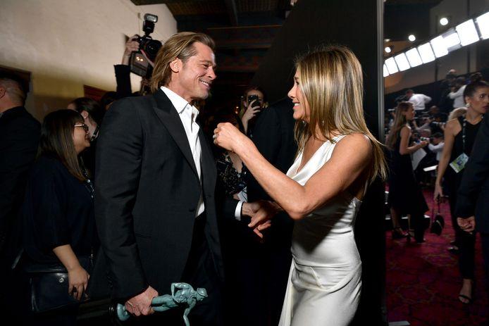 Les photos des retrouvailles de Jennifer Aniston et Brad Pitt lors des SAG Awards ont affolé les internautes.