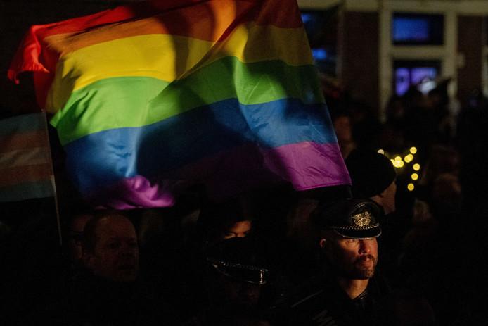 Diverse gemeenten hesen deze week in een reactie de regenboogvlag. Westland houdt zich afzijdig.