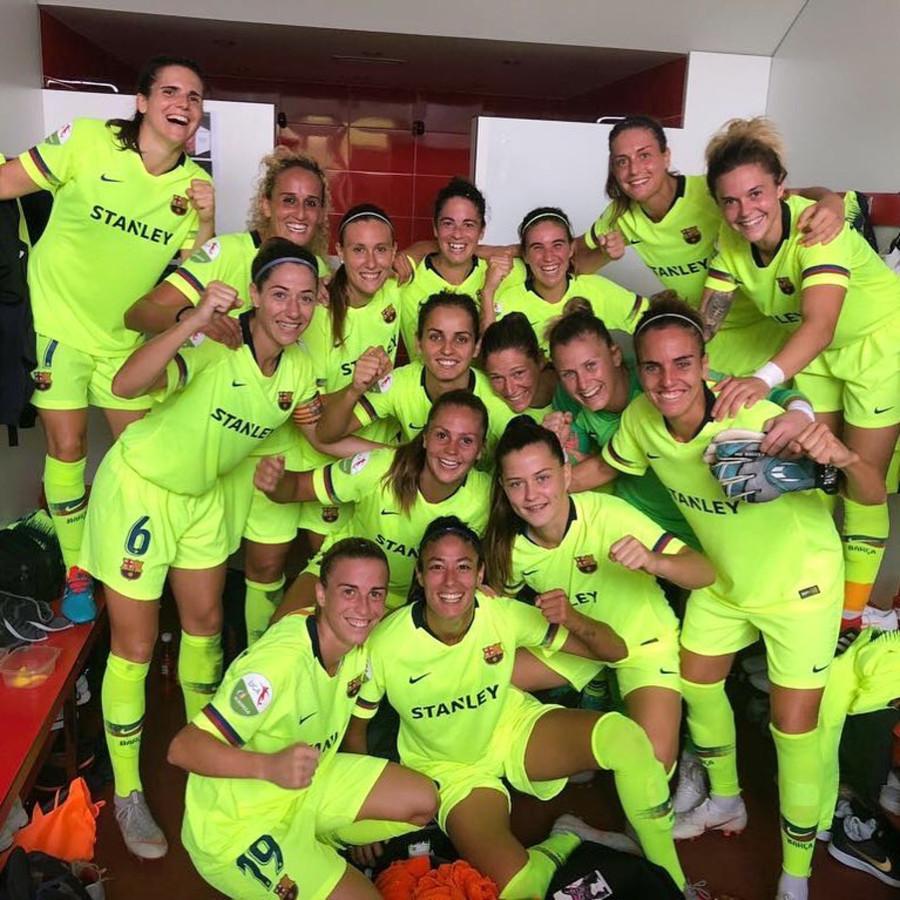Feest in de kleedkamer bij het vrouwenteam van FC Barcelona.