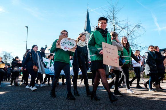 De leerlingen van het Sint Jozefinstituut houden dan een wandeling voor het klimaat, waarna zij met een delegatie zullen worden ontvangen op het gemeentehuis.