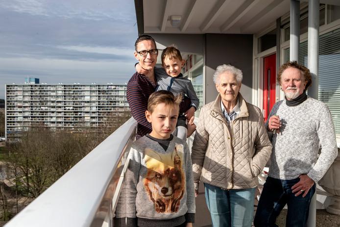 Bewoners van flat Parkzicht in Deventer.