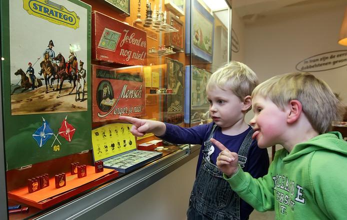 Kinderen in het Deventer Speelgoedmuseum.