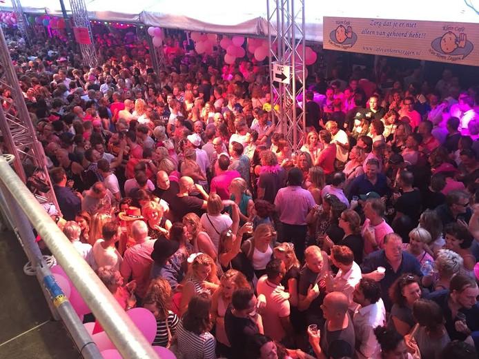 Feest in de Stadhuisstraat. Foto Joris Buijs